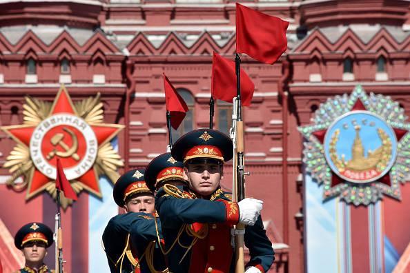 Mosca, parata militare sulla Piazza Rossa per l'anniversario della vittoria nella Seconda Guerra Mondiale (KIRILL KUDRYAVTSEV/AFP/Getty Images)