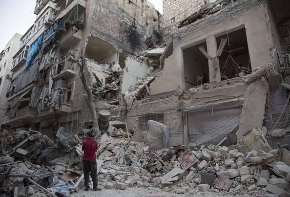 Bombardamento ad Aleppo, Siria (KARAM AL-MASRI/AFP/Getty Images)