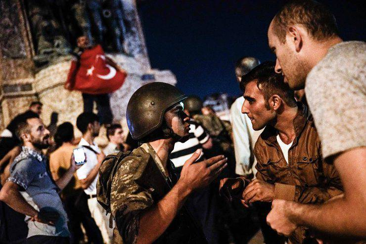 People react towards a Turkish solder at Taksim square in Istanbul on July 16, 2016.  Turkish military forces on July 16 opened fire on crowds gathered in Istanbul following a coup attempt, causing casualties, an AFP photographer said. The soldiers opened fire on grounds around the first bridge across the Bosphorus dividing Europe and Asia, said the photographer, who saw wounded people being taken to ambulances.  / AFP / HALIT ONUR SANDAL        (Photo credit should read HALIT ONUR SANDAL/AFP/Getty Images)