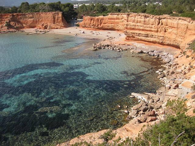 Sa Caleta, Ibiza (Javiwapo, CC BY-SA 3.0, Wikicommons)