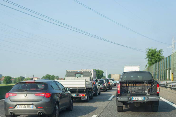 Autostrada trafficata, Italia (fabio lamanna, iStock)