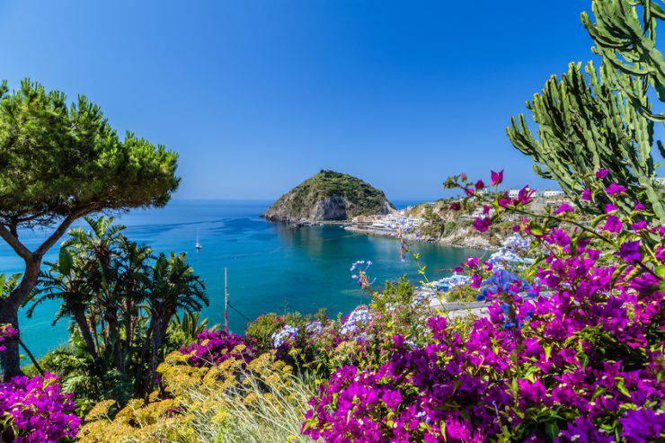 Ischia (OnTheWind, iStock)