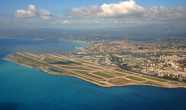 Aeroporto di Nizza (Lafrance da nl, CC BY-SA 3.0, Wikipedia)