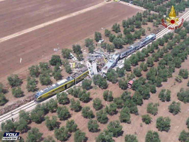 Scontro tra treni in Puglia 12 luglio 2016 (Foto Vigili del Fuoco via YouReporter.it)
