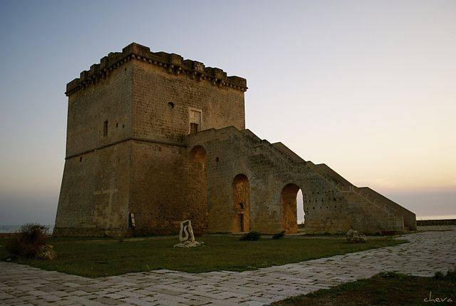 Torre Lapillo (Linosalento, CC BY-SA 3.0, Wikipedia)