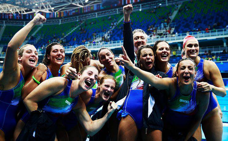 RIO DE JANEIRO, BRAZIL - AUGUST 17:  Italy celebratesafter victory in the Water Polo semi final match between Italy and Russia at Olympic Aquatics Stadium on August 17, 2016 in Rio de Janeiro, Brazil.  (Photo by Adam Pretty/Getty Images)