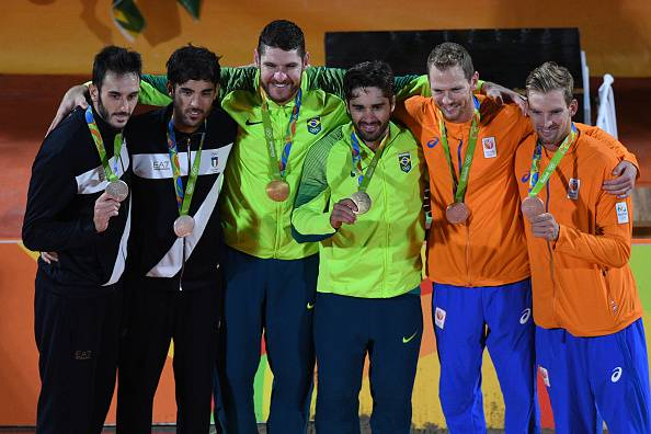 L'argento di Nicolai e Lupo nel Beach Volley (WILLIAM WEST/AFP/Getty Images)