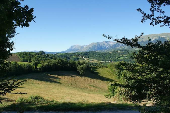 I Monti Sibillini visti da Amandola (Romabernhard, CC BY-SA 3.0, Wikicommons)
