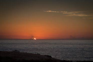 Tramonto su Praia Da Bordeira, Algarve, Portogallo (Paulo Valdivieso, CC BY-SA 2.0, Flickr)