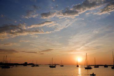 Sant Antoni de Portmany, Ibiza, al tramonto (kertlis, iStock)