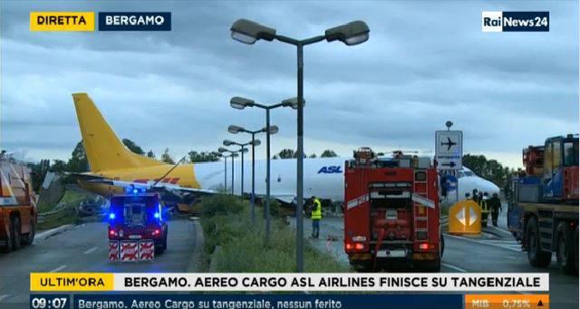Aereo fuori pista a Orio al Serio (Screenshot Rainews24)