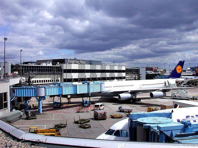 Aeroporto di Francoforte, Terminal 1 (Melkom, CC BY-SA 3.0, Wikicommons)