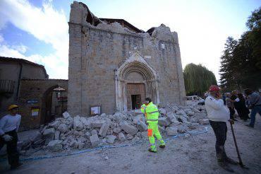 La chiesa di San Francesco ad Amatrice, dopo il terremoto (FILIPPO MONTEFORTE/AFP/Getty Images)