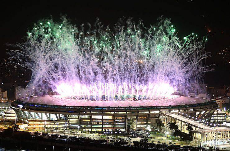 Olimpiadi di Rio, fuochi di artificio sul Maracanà (Mario Tama/Getty Images)