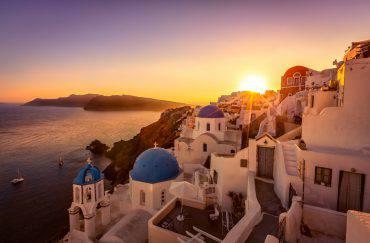 Santorini al tramonto (iStock)