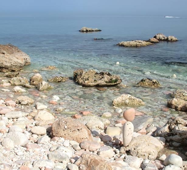 Spiaggia dei Sassi Neri, Sirolo, Riviera del Conero (pinciniphoto, iStock)