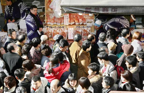 Year-end shoppers pack a crowded street