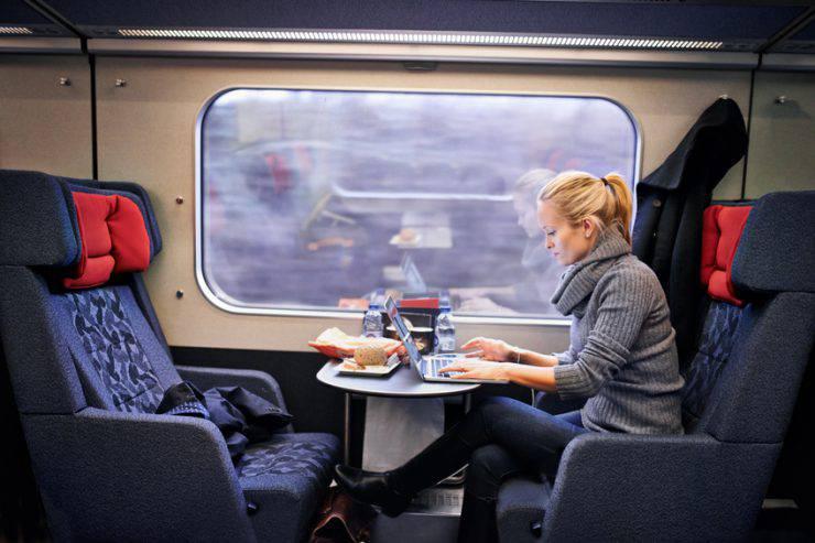 Internet, computer, treno (Yuri_Arcurs, iStock)