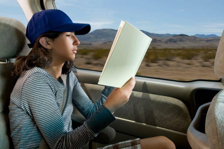 Leggere in auto (iStock)