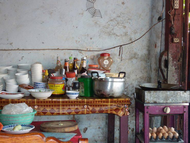 Locali chiusi per scarsa igiene ristoranti pieni di insetti