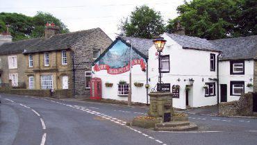 The Maypole Inn, Warley Town (Mark Anderson, CC BY-SA 2.0, Wikipedia)