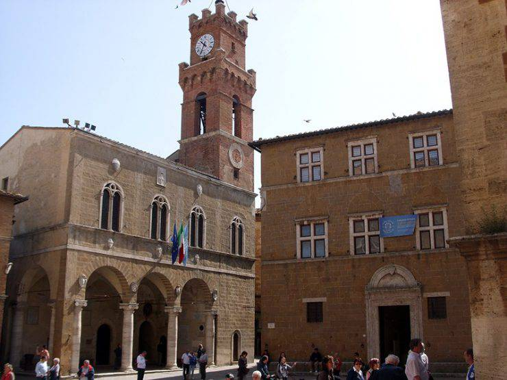 Pienza, Palazzo Comunale ( Geobia, Wikicommons, CC BY-SA 3.0,)