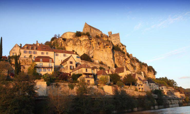 Villaggio e castello di Beynac, Dordogna (iStock)