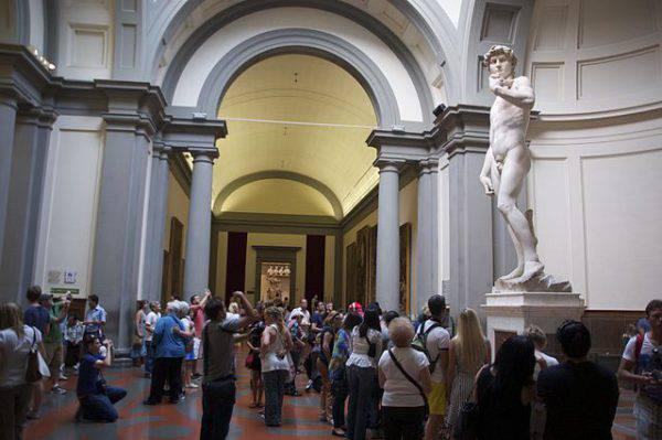 Il David di Michelangelo, Galleria dell'Accademia (Korido, CC BY-SA 4.0, Wikicommons)