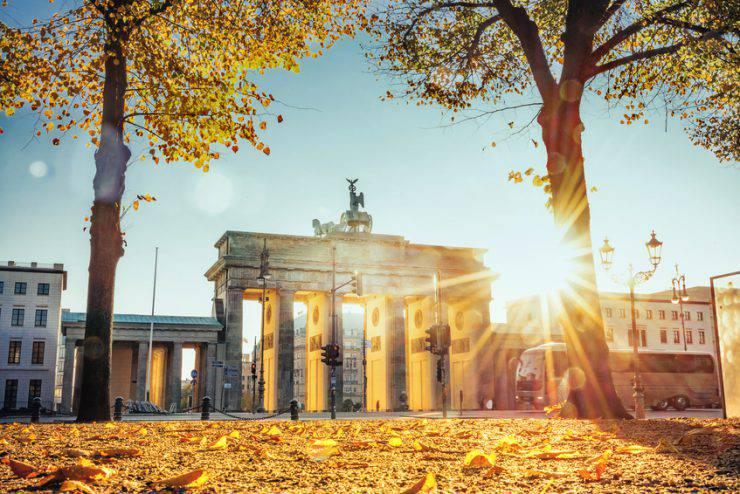 berlino autunno porta di brandeburgo
