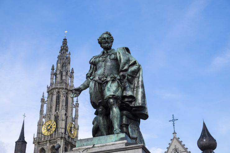 Rubens status at the Groenplaats in Antwerp. The statue was commissioned by the city council in 1840, at the bicentennial of Peter Paul Rubens's death and was created by local sculptor Willem Geefs.
