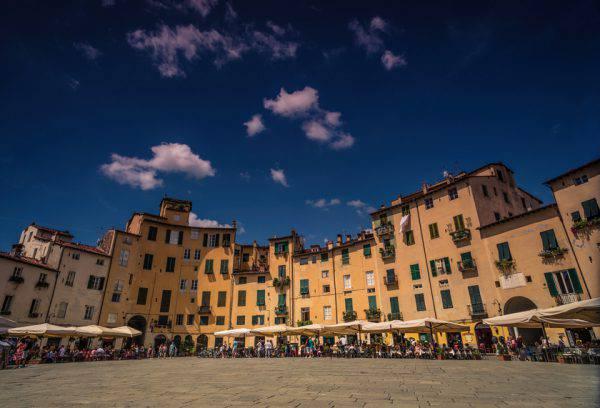 Piazza Anfiteatro, Lucca (iStock)