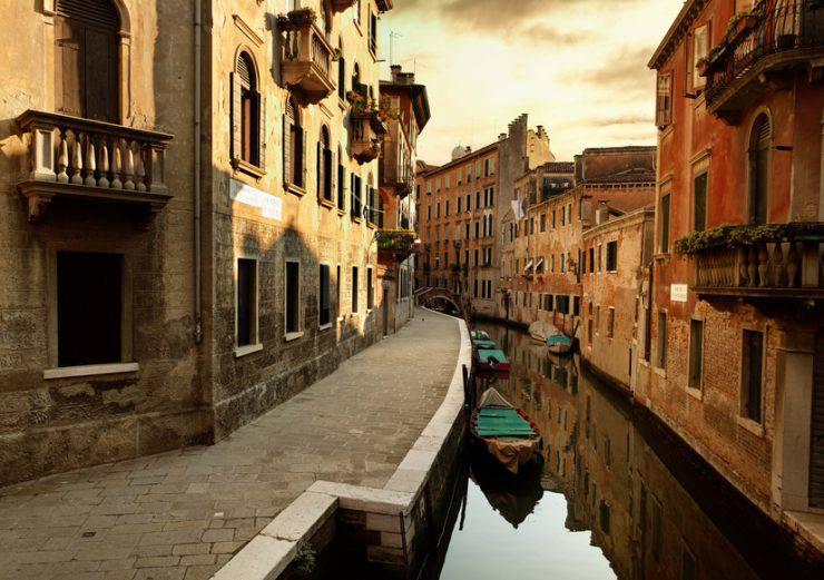 Venezia, canale (Peter Zelei, iStock)