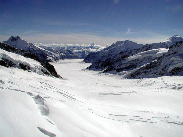 Ghiacciaio dell'Aletsch, Svizzera (Adrian Sulc, CC BY-SA 3.0, Wikipedia)
