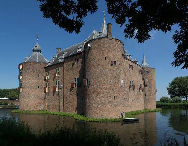 Castello di Ammersoyen (Johan Bakker, CC BY-SA 4.0, Wikipedia)