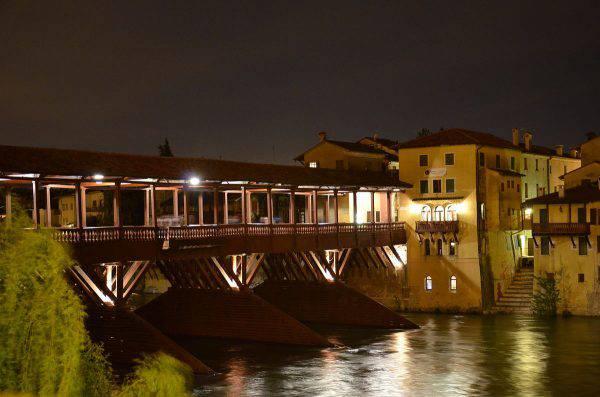Ponte di Bassano del Grappa (Dario Rettore, Wikipedia)