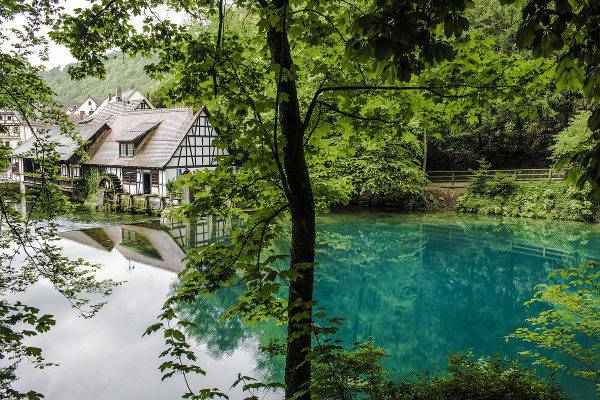Blautopf, Germania (Masih Imani Nia, CC BY-SA 4.0, Wikipedia)
