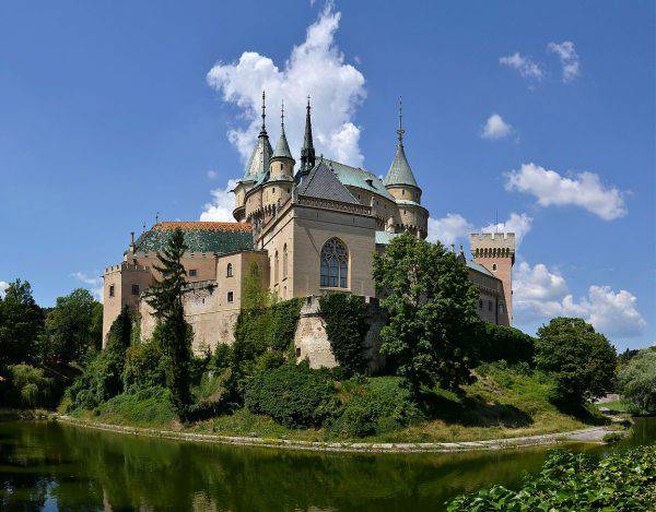 Castello di Bojnice (Pudelek, CC BY-SA 3.0, Wikipedia)