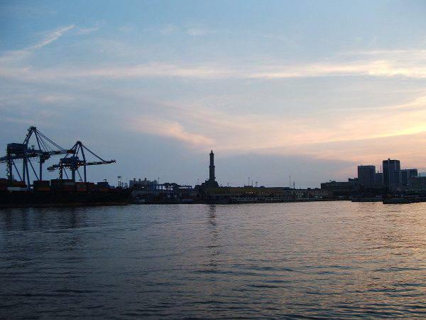 Porto di Genova, la Lanterna (Twice25, CC BY 2.5, Wikicommons)