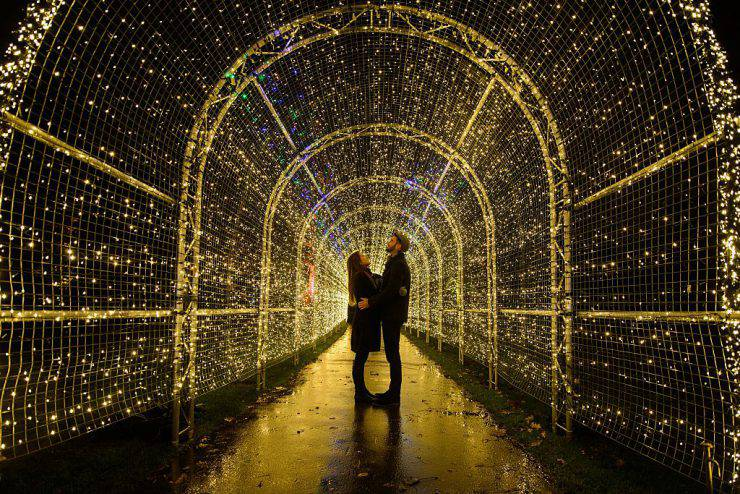 """Miranda Jenatka (L) and Alex Little pose for photographs during the launch event of the """"Christmas at Kew"""" lights in Kew Gardens in southwest London on November 25, 2014.  AFP PHOTO / LEON NEAL        (Photo credit should read LEON NEAL/AFP/Getty Images)"""