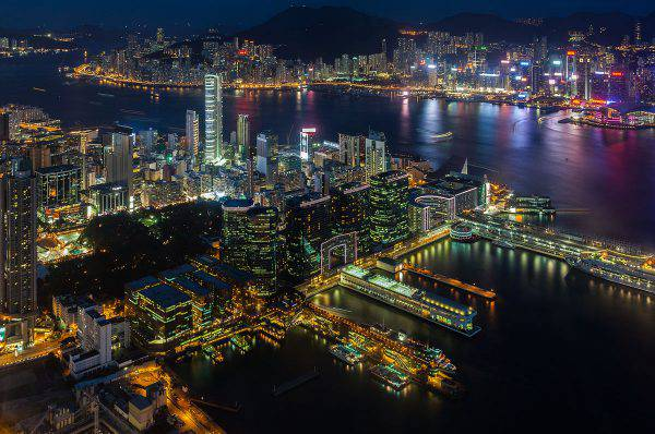 Hong Kong, Victoria Harbour (Diego Delso, CC BY-SA 3.0, Wikicommons)