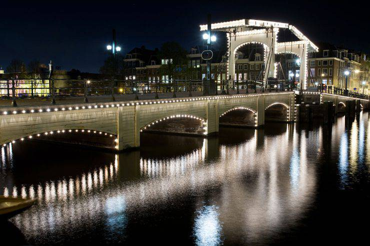 Magere Brug, Amsterdam (Jorge Royan, CC BY-SA 3.0, Wikicommons)