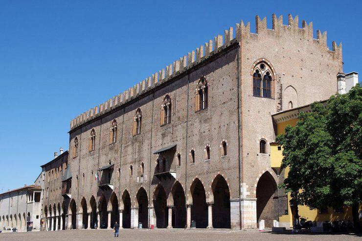 Palazzo del capitano di Mantova (Jakub Hałun, GFDL, Wikipedia)