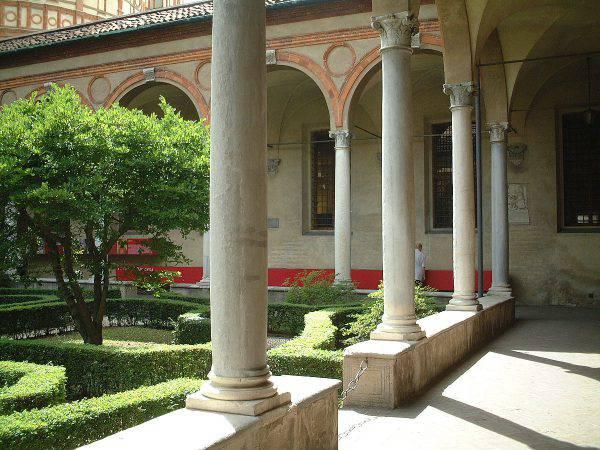 Chiostro di Santa Maria delle Grazie a Milano (Haragayato, CC BY-SA 2.5, Wikicommons)