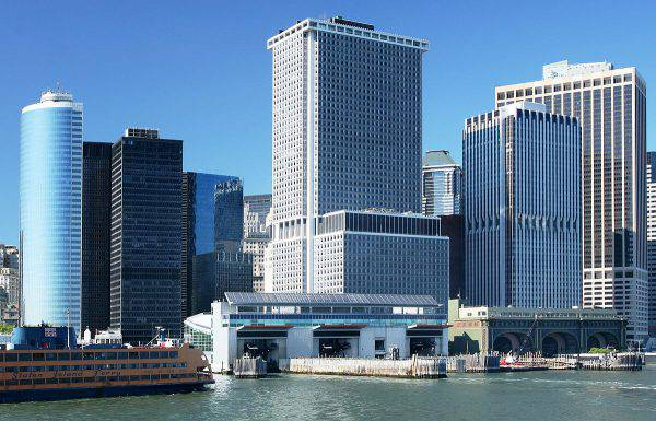 New York, terminal traghetti a Lower Manhattan (Daniel Schwen, CC BY-SA 3.0, Wikipedia)