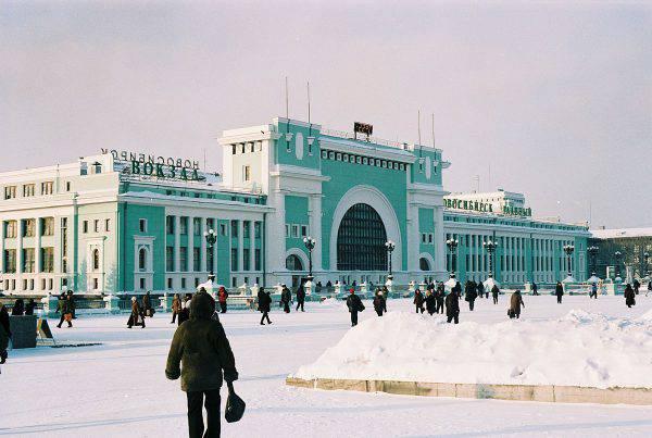 La stazione di Novosibirsk della Trasniberiana (oskar karlin, CC BY-SA 2.0, Wikicommons)