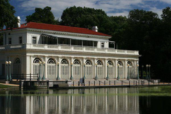Prospect Park Boathouse, Brooklyn, New York ( Ben Franske, GFDL, Wikipedia)