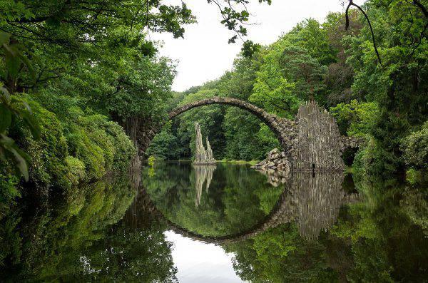 Rakotzbrücke, Germania (A.Landgraf, CC BY-SA 4.0, Wikipedia)