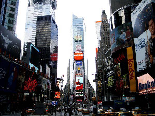 Times Square, New York (JavierDo, CC BY-SA 3.0, Wikicommons)