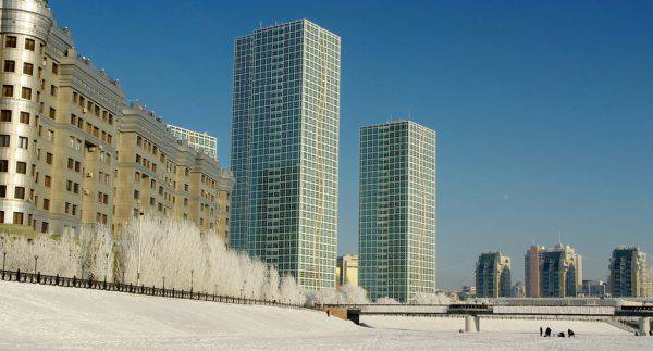 Astana, Kazakistan, inverno (Ken and Nyetta, Flickr, CC, BY, 2.20)