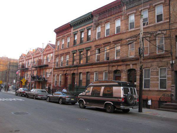 Bronx, Mott Haven, Bertine Block Historic District (Emilio Guerra - Flickr: Bertine Block, CC BY 2.0, Wikipedia)